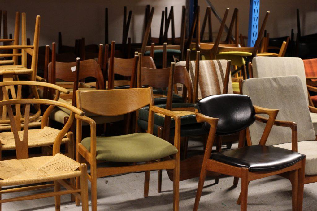 修復を待つ北欧ヴィンテージ家具